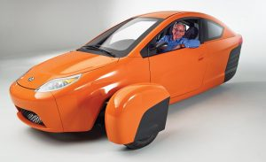 paul-elio-in-the-elio-motors-3-wheeled-prototype-photo-582571-s-1280x782