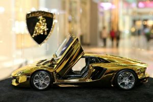 Gold-Lamborghini-Aventador-Model-at-Dubai-Mall-3