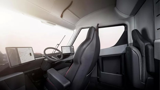 Tesla-semi-interior-1